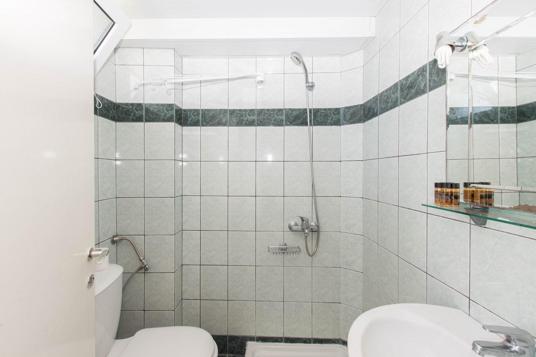 Apartment-Hotel_Karayiannis-Keramoti-Bathroom