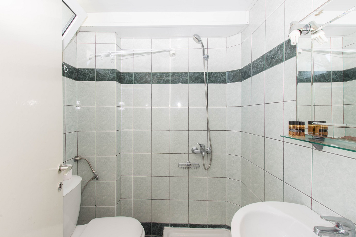 Apartment-Hotel_Karayiannis-Keramoti-Bathroom