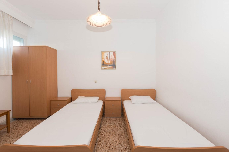 Apartment-Hotel_Karayiannis-Keramoti-Bedroom-2