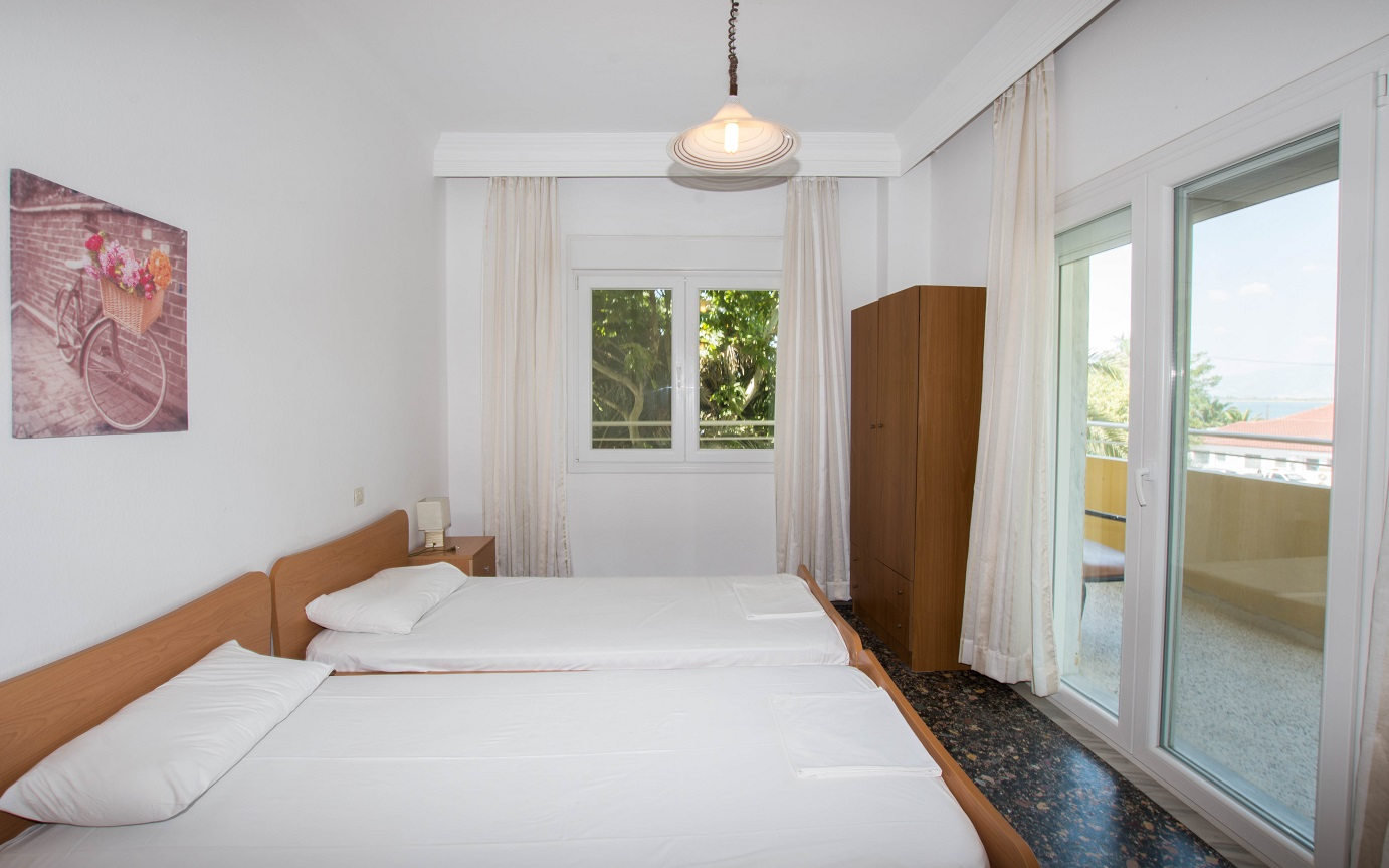 Apartment-Hotel_Karayiannis-Keramoti-Bedroom