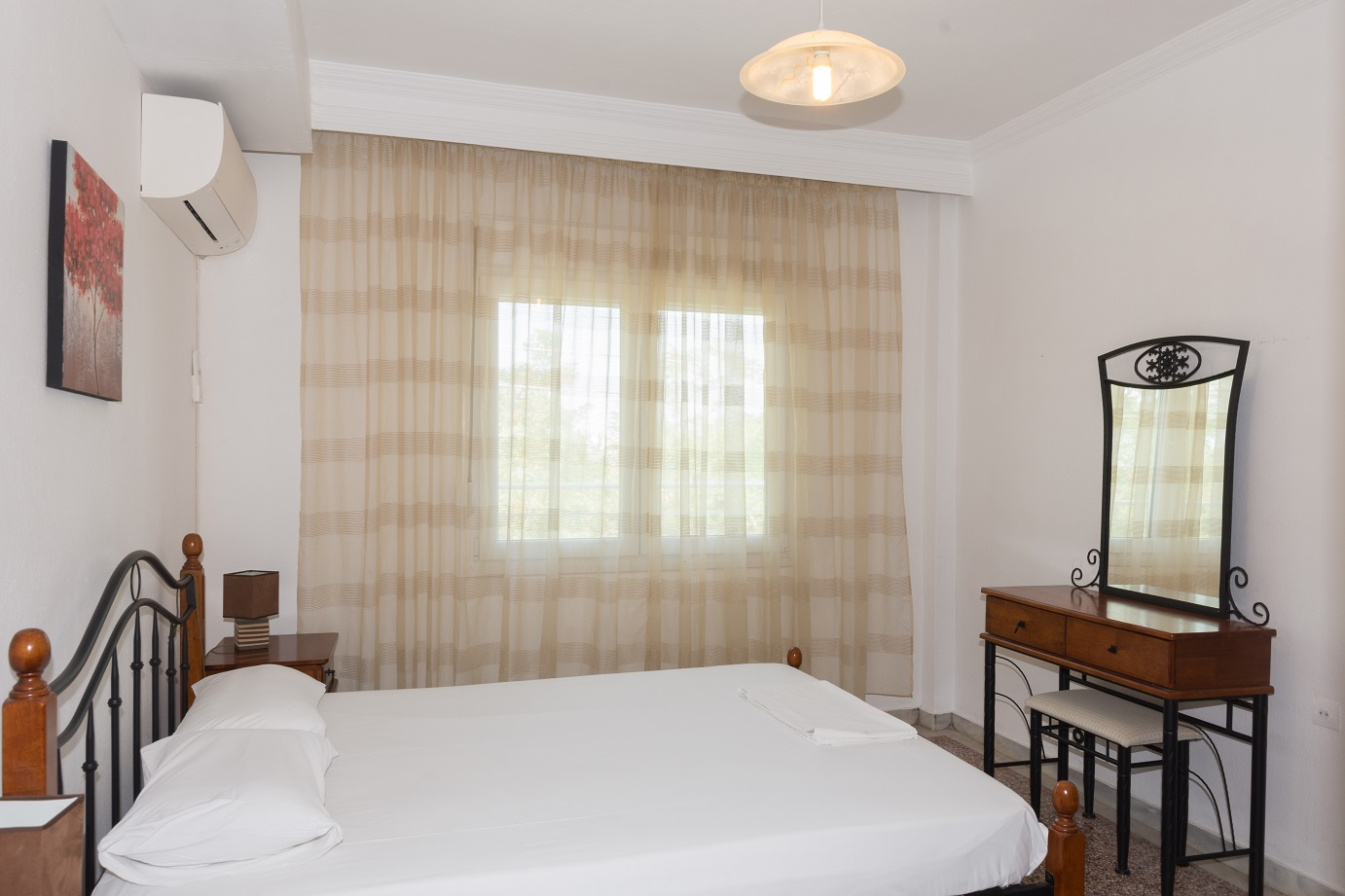 Apartment-Hotel_Karayiannis-Keramoti-Master-Bedroom